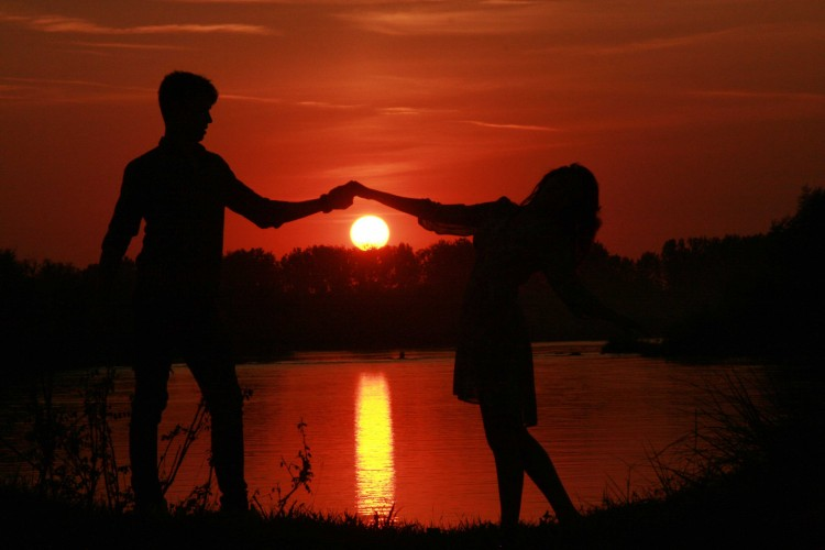 love couple picture of sunset