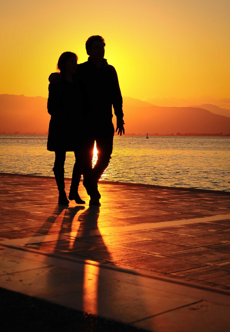 romantic couple sunset wallpaper