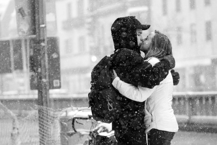 HD Kissing Wallpapers of love couple