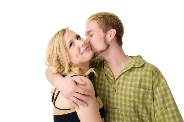 Sweet Kissing Pictures of Lovers