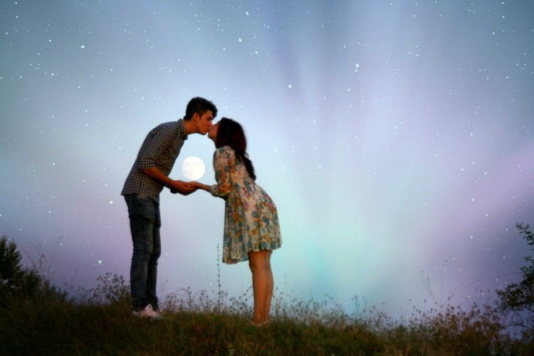 couple kissing images hd