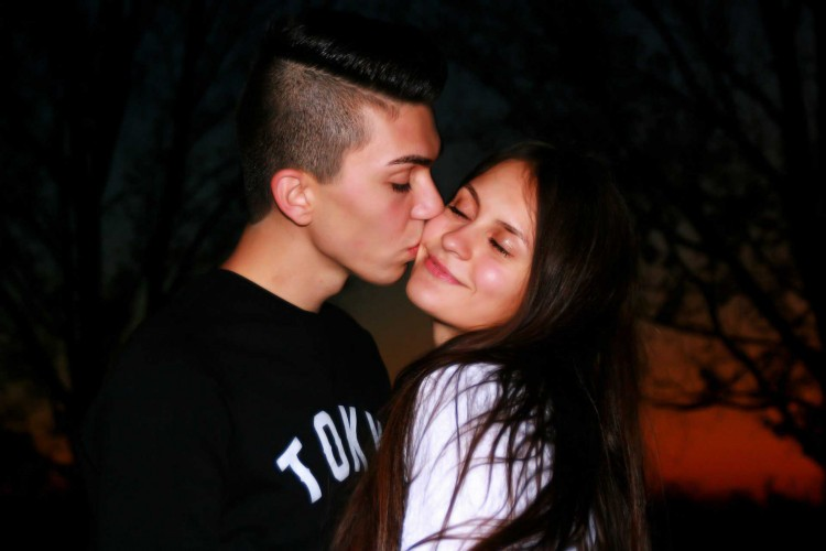 kissing couple hd images