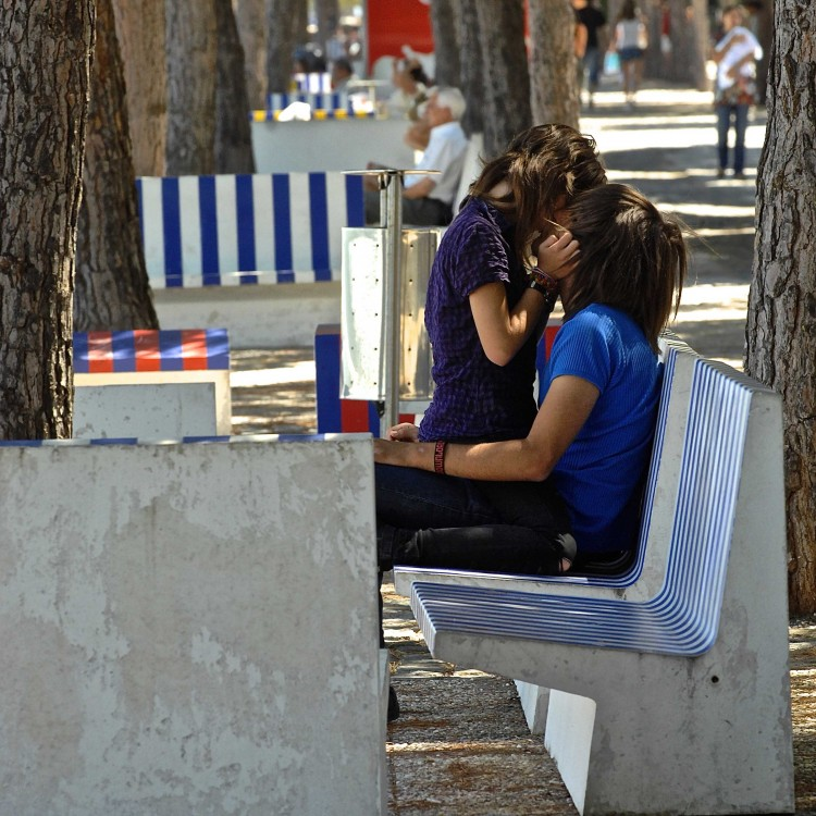love couple kissing images free download