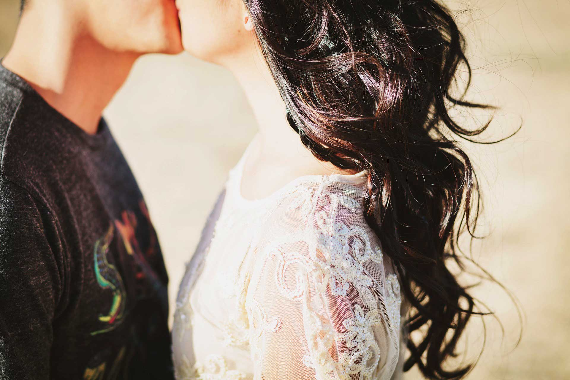 Hd wallpaper kiss - 18 Kissing Pictures Of Love Couple Hd Wallpapers Couples