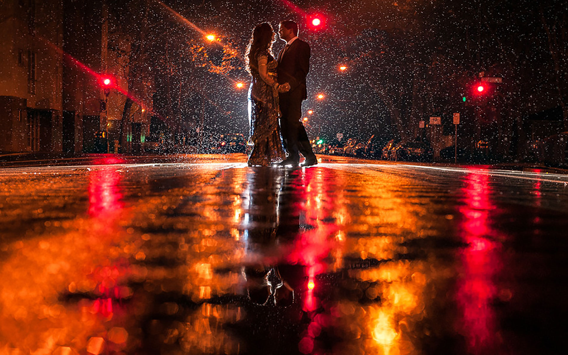 Love couple Night Wallpaper : 20+ Love couple s Romance in the Rain Wallpapers