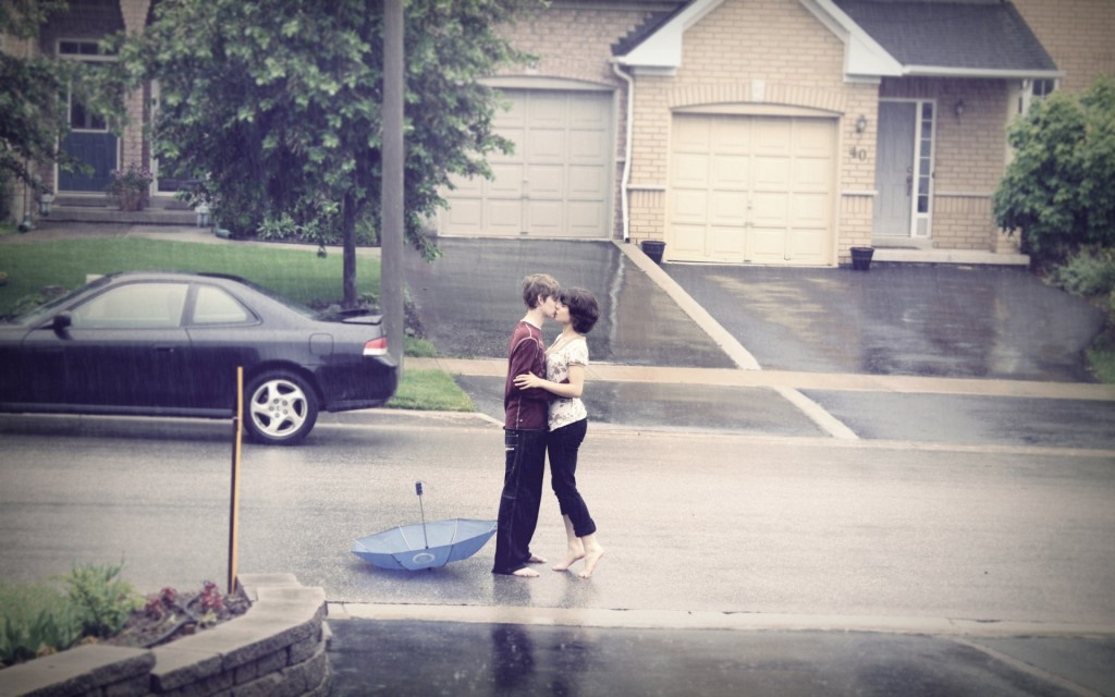 https://www.chobirdokan.com/wp-content/uploads/Romantic-couple-kissing-in-rain-1024x640.jpg