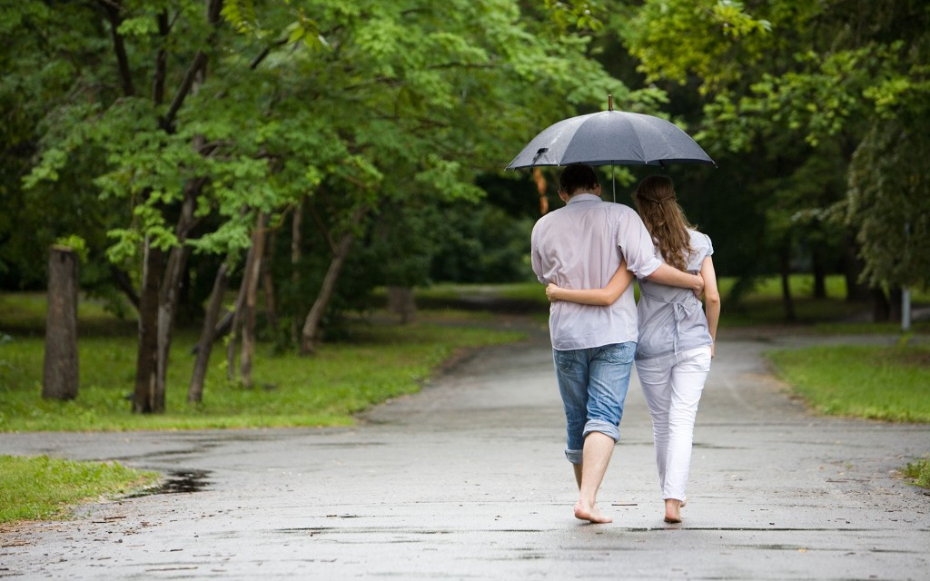 https://www.chobirdokan.com/wp-content/uploads/Romantic-couple-rain-hd-wallpapers-1024x640.jpg
