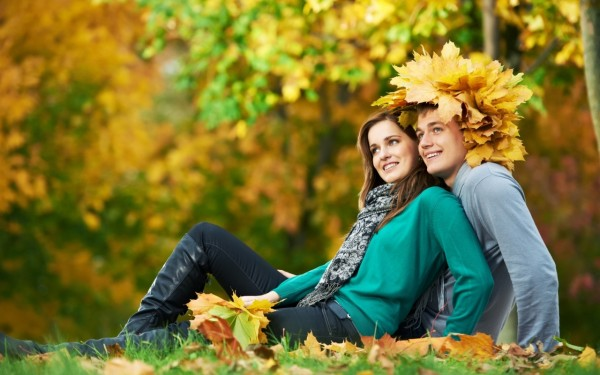 Smiling love couple wallpaper