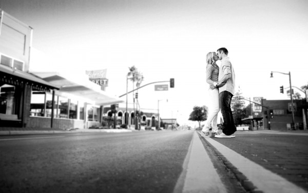 black and white kiss wallpaper of love couple in street