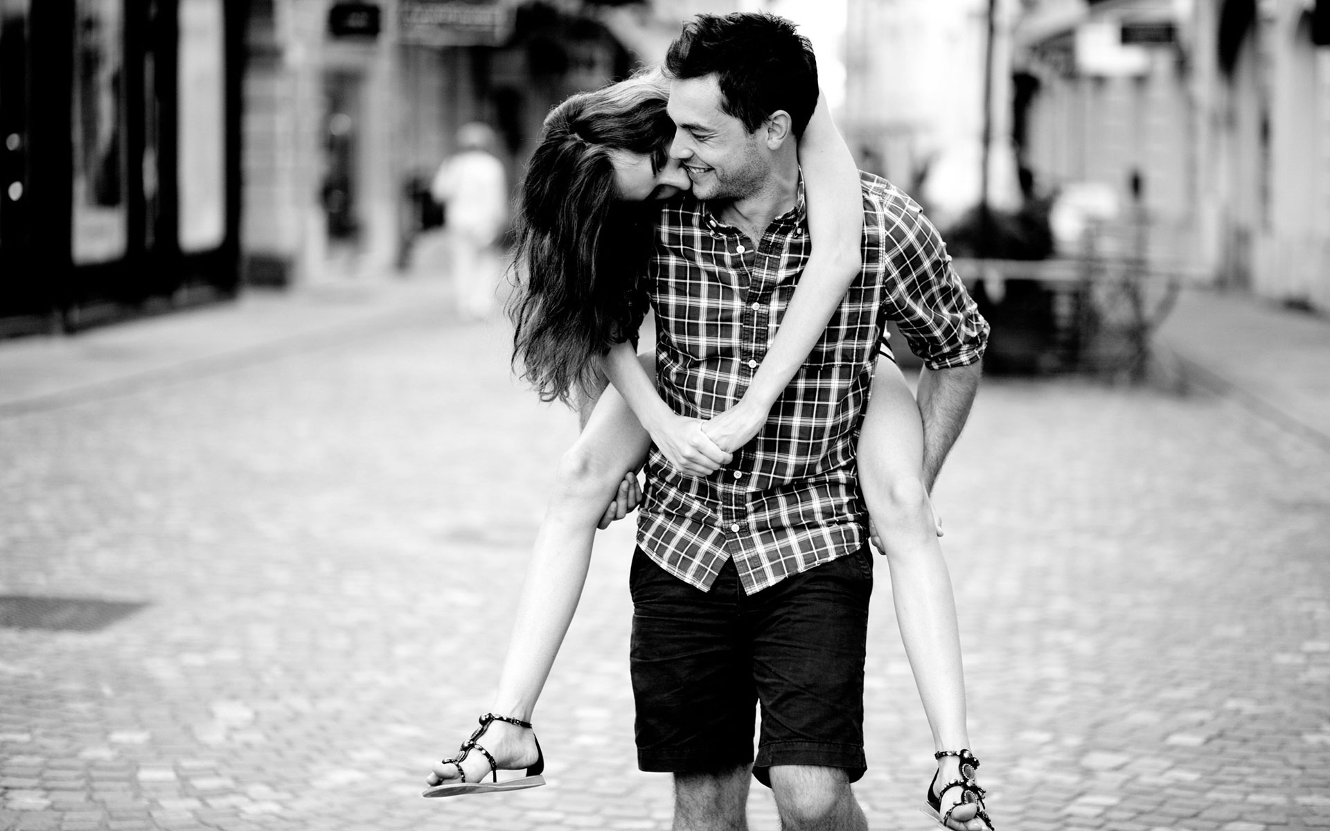Romantic Love Girl Wallpaper : Sweet Black and White Romance Wallpaper of Love couples