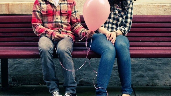 cute Love couple on bench wallpaper